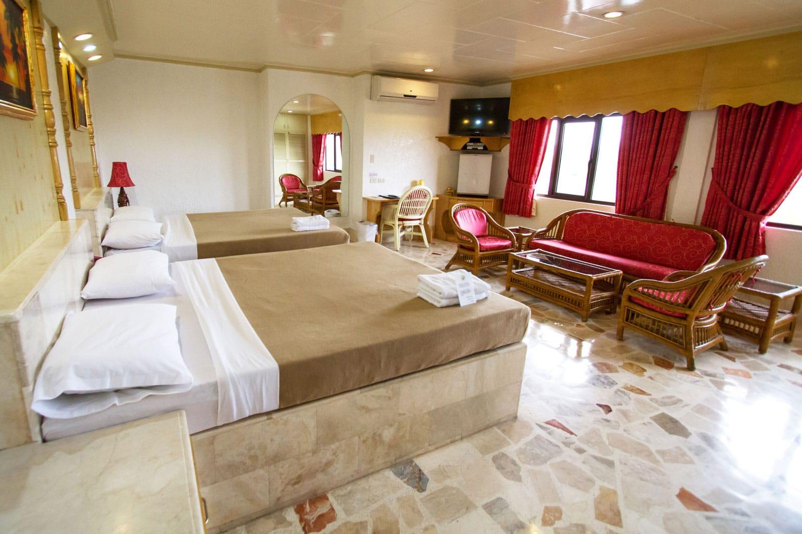 Clarkton Hotel Angeles King Suite 304 4