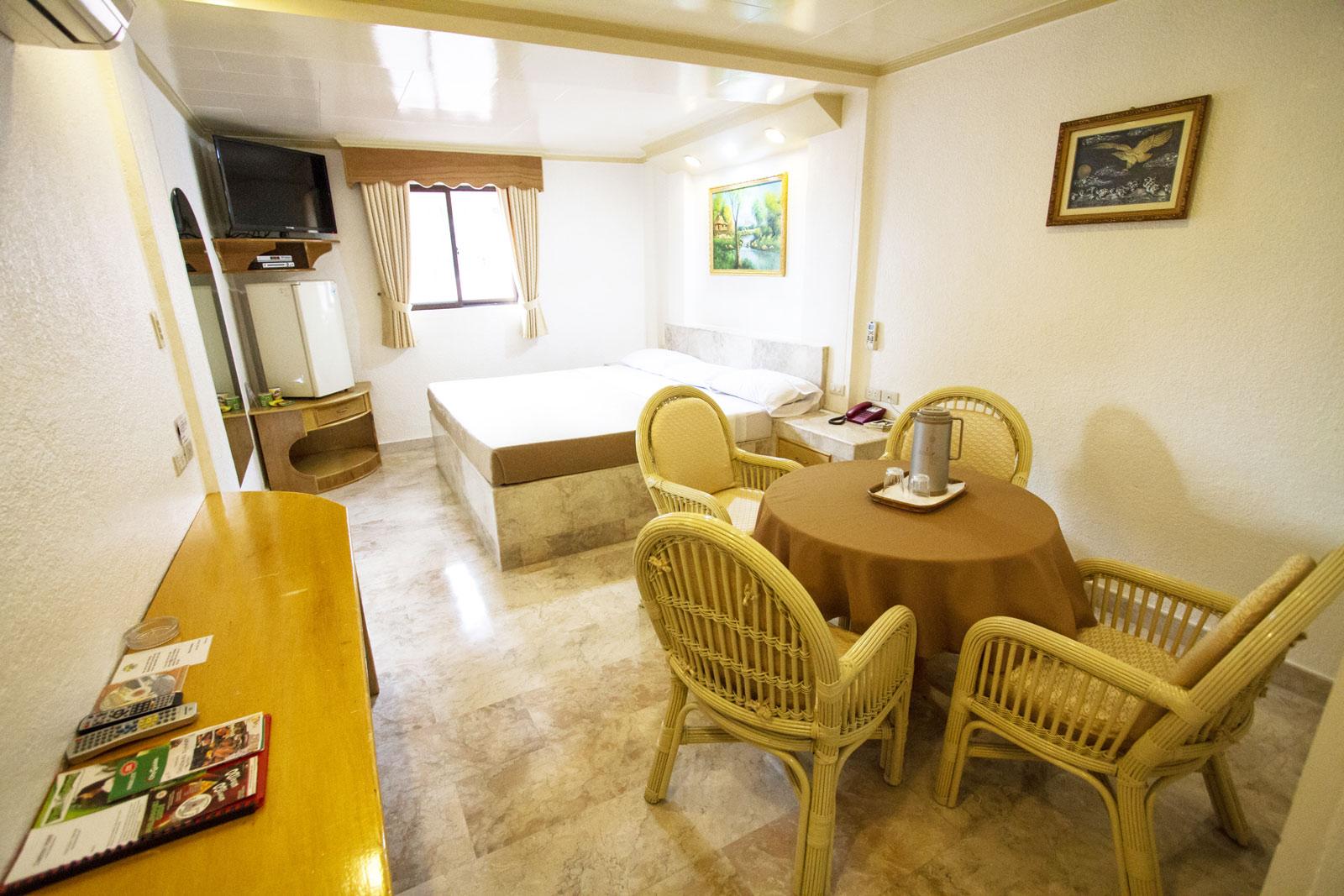 Clarkton Hotel Angeles King Suite 4