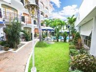clarkton-hotel-garden-view-1